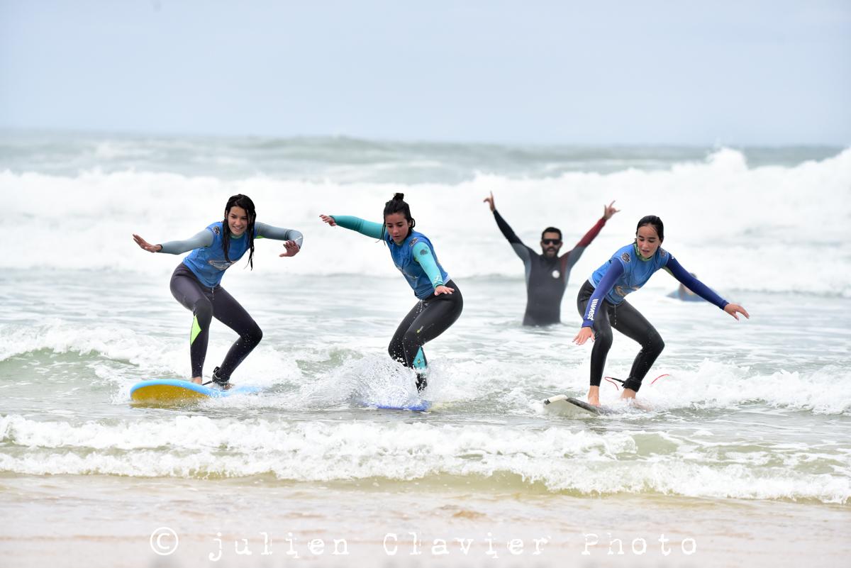 surfing foarm wave perfect