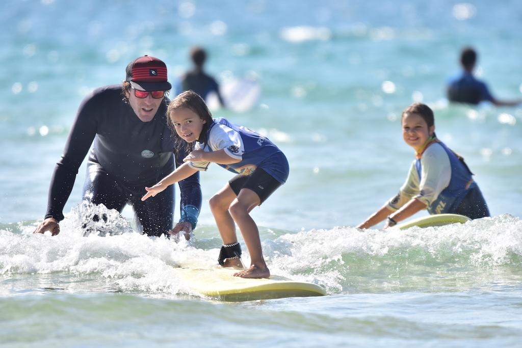 enfant surf coach ocean