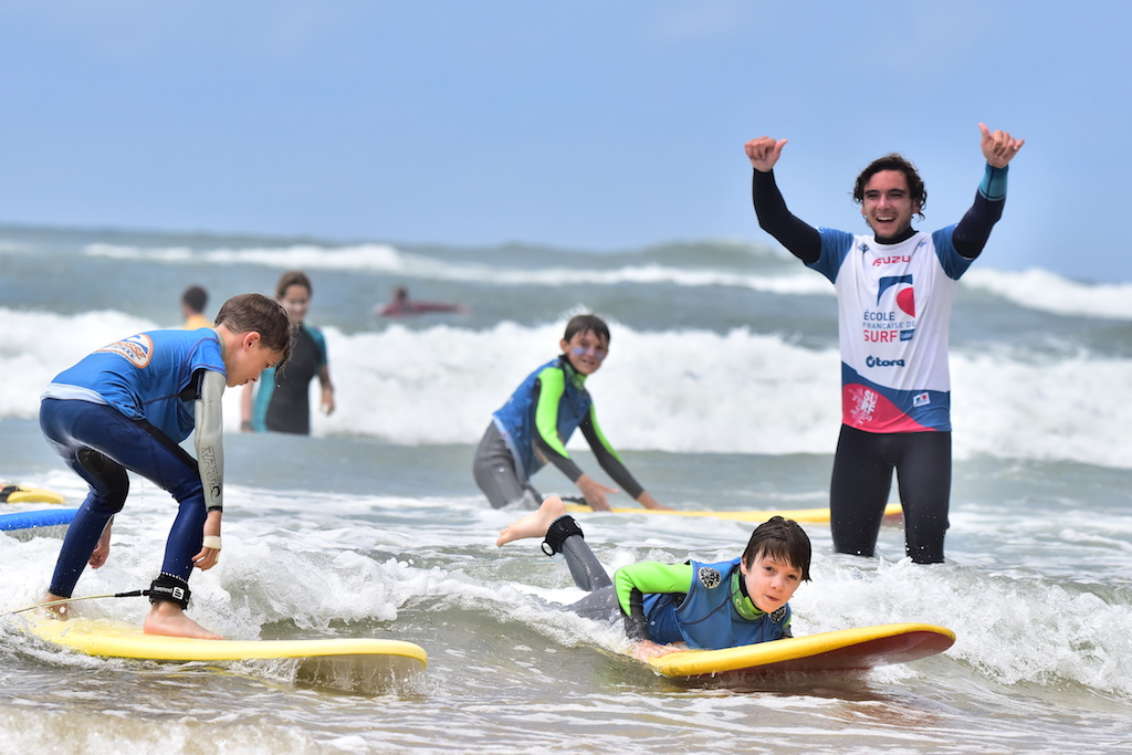 kids surfing