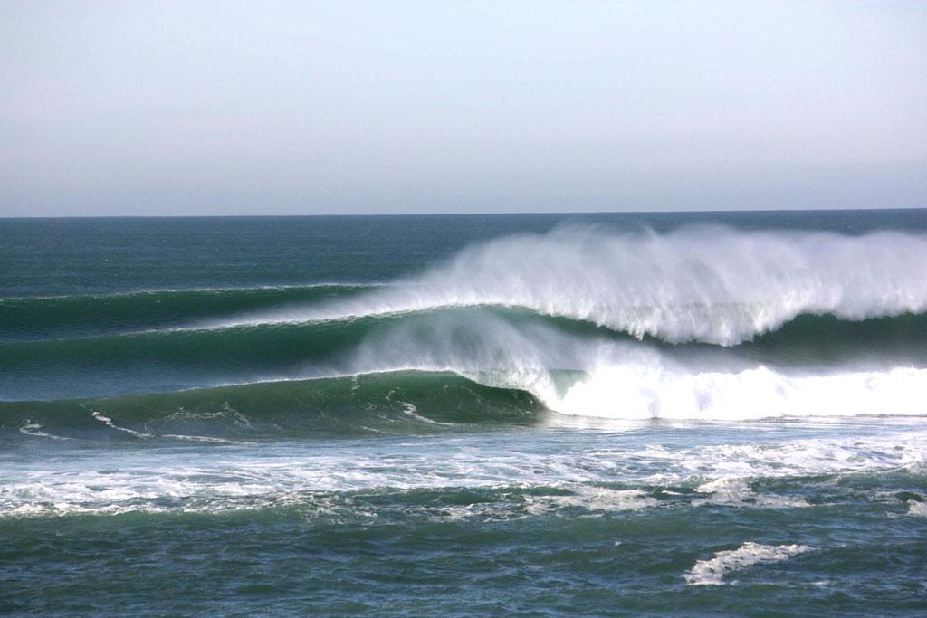 les landes surfing big waves