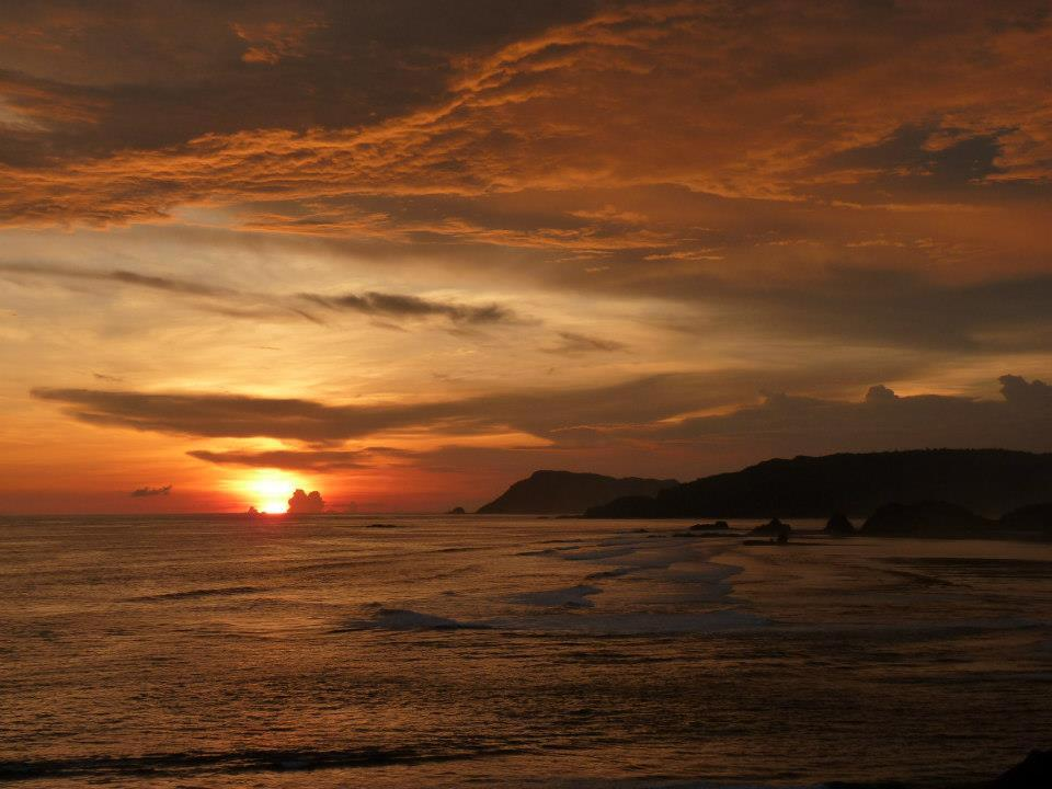 lombok sunset perfect waves